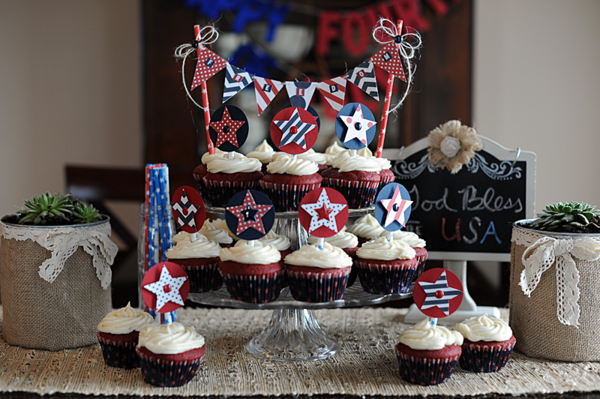 #fourthofjuly #cupcaketoppers // via MME